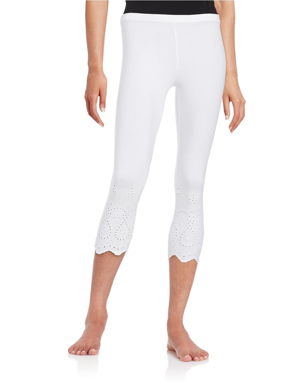 Hue Eyelet-trim Capri Leggings in White | Lyst