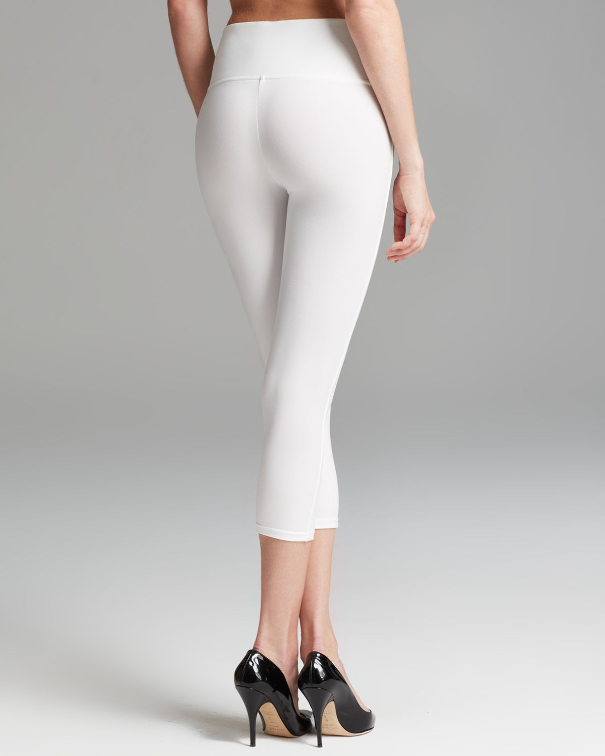 Spanx Leggings Ready To Wow Capri Structured in White | Lyst