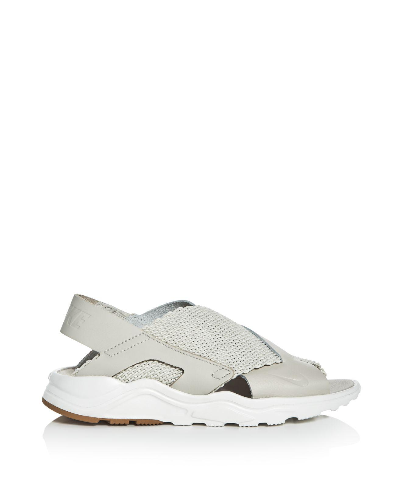 5a2f3fde3130 Gallery. Previously sold at  Bloomingdale s · Women s Nike Air Huarache ...