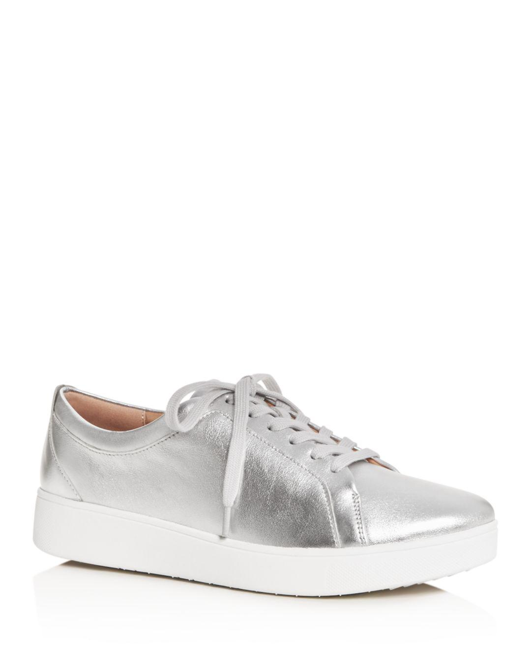 c124ee5d2adf Lyst - Fitflop Women s Rally Low-top Platform Sneakers in Metallic