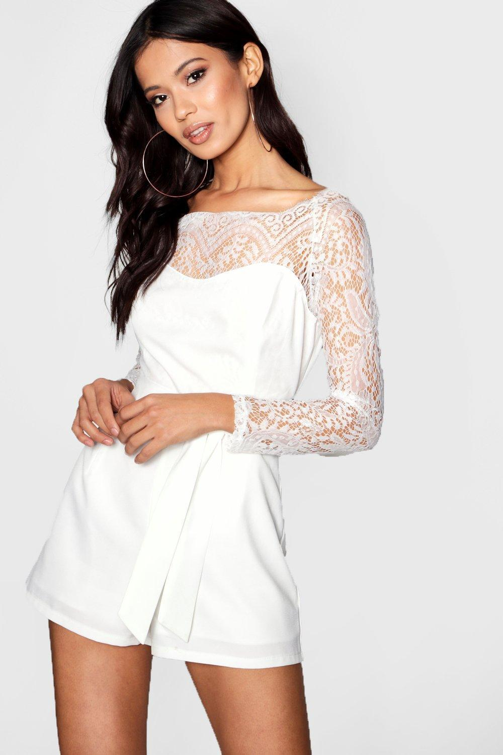 409652d3ec5 Boohoo Scalloped Lace Belted Playsuit in White - Lyst