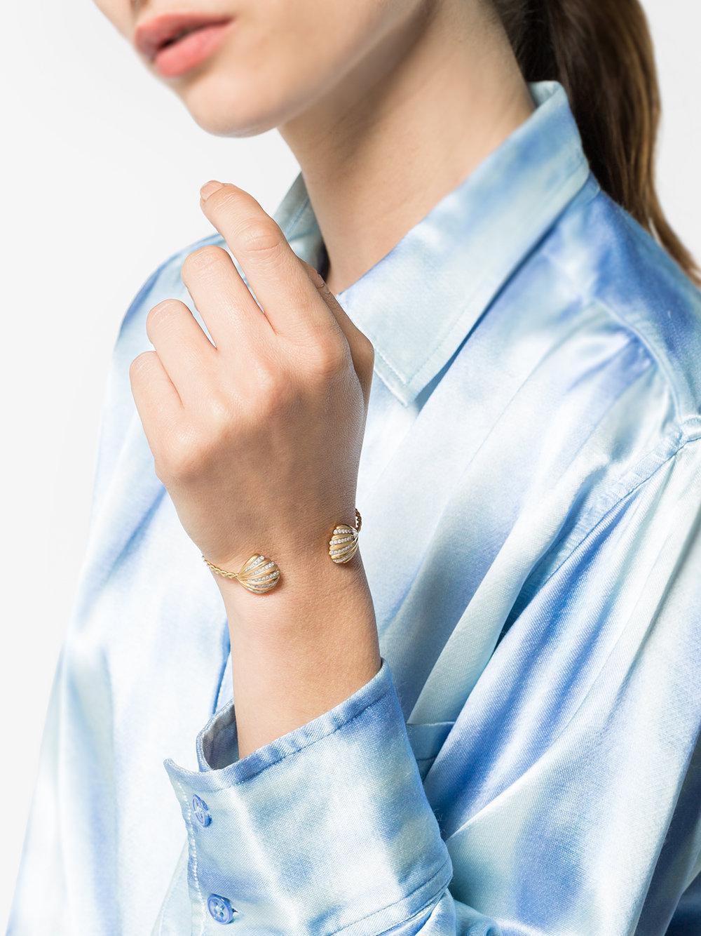 Yvonne Léon 18k yellow gold Coquillage open shell bracelet - Metallic grOpCb1V66