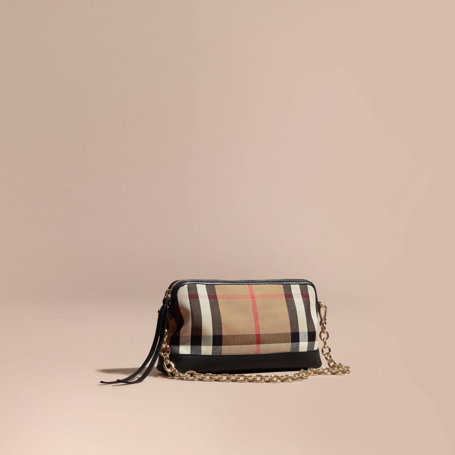 Gallery. Women s Burberry House Women s Valentino Vavavoom Women s Pink Clutch  Bags ... 3953430c6efa2