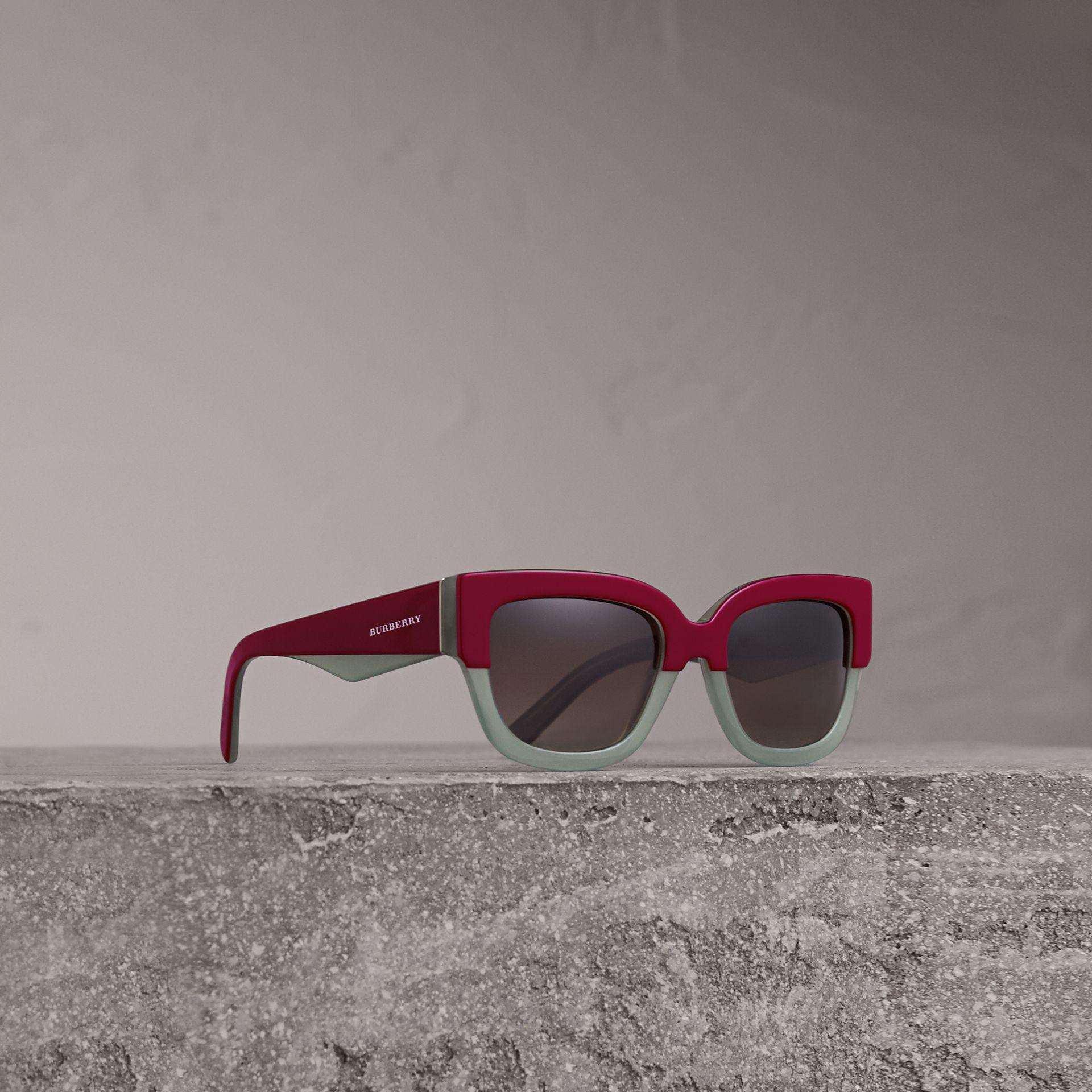 1be1a375408 Lyst - Burberry Square Frame Sunglasses In Burgundy - Women