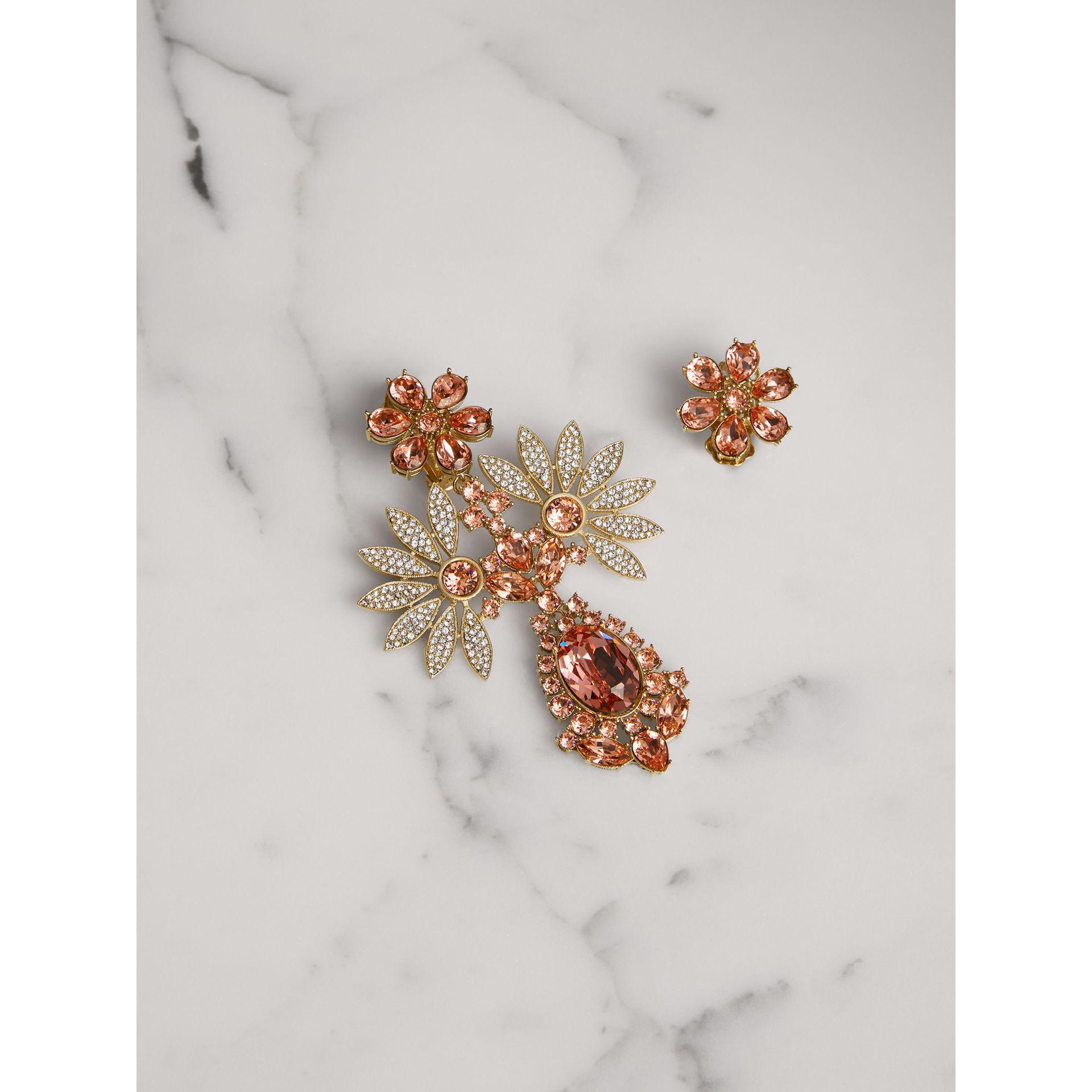 Burberry Half-daisy crystal-embellished stud earrings EJqdgVfgR