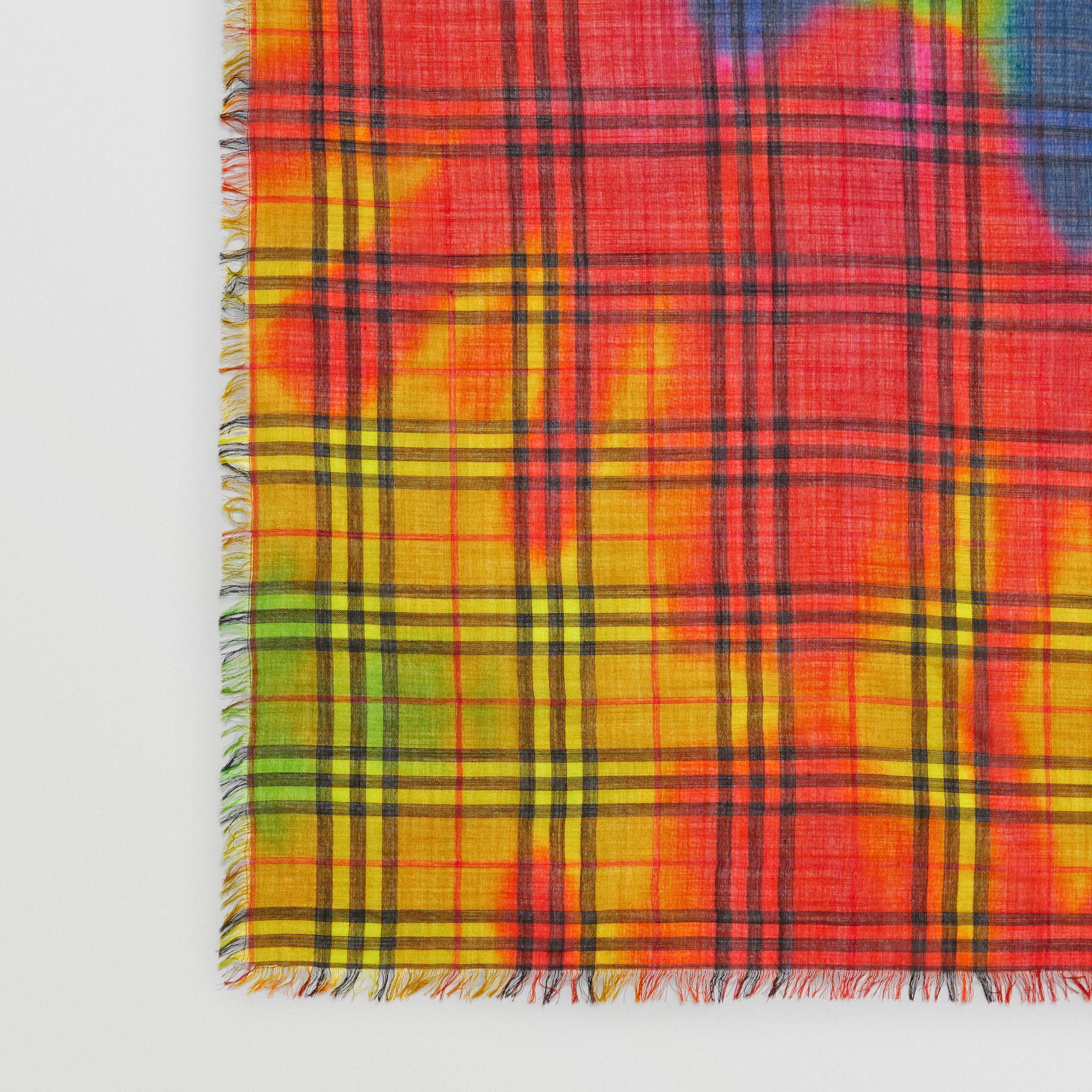 Lyst - Grand carré de laine et soie à motif Vintage check tie-dye ... 6d9b138c84f