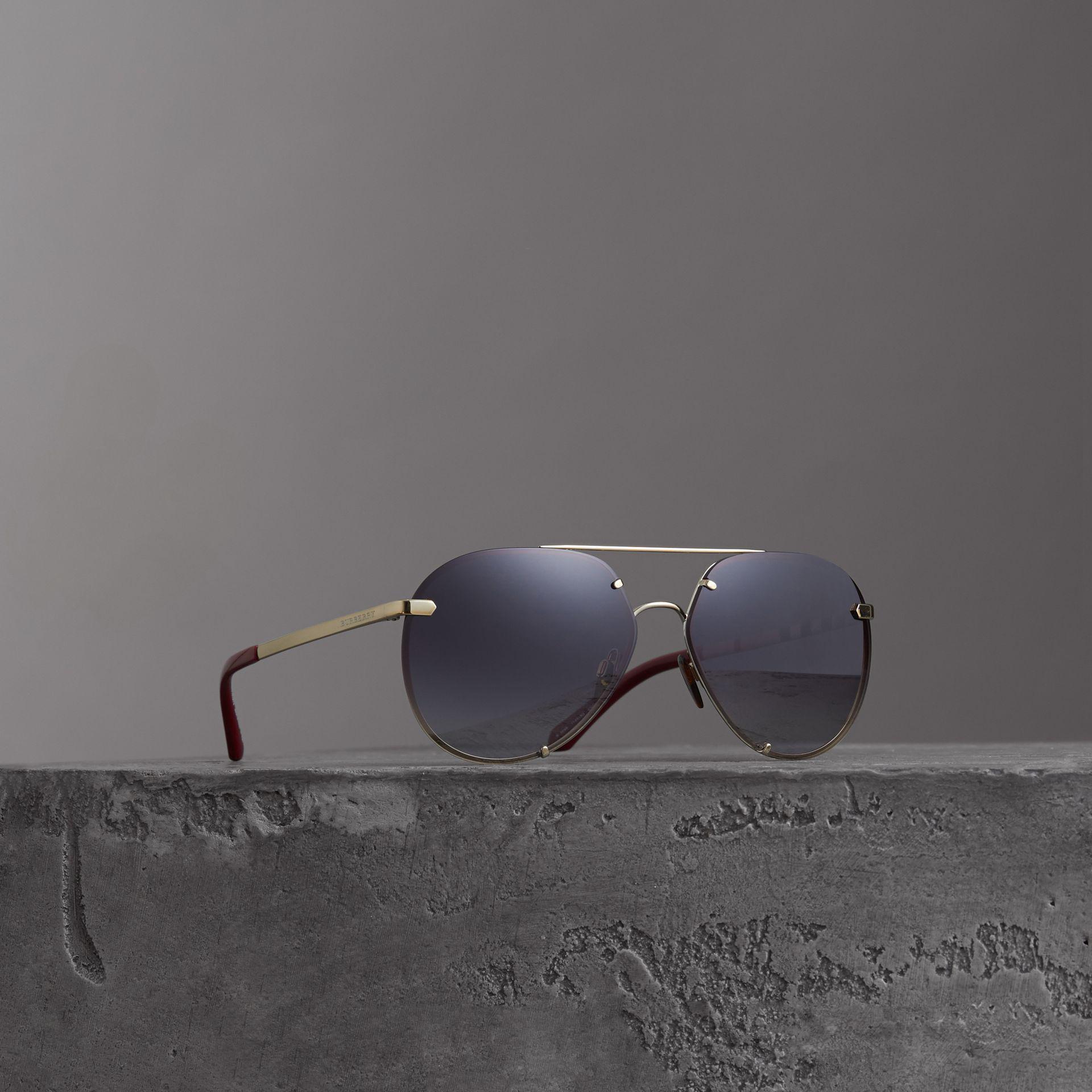 Burberry - Gray Lunettes de soleil aviateur avec motif check - Lyst.  Afficher en plein écran 7843bcb9aa12