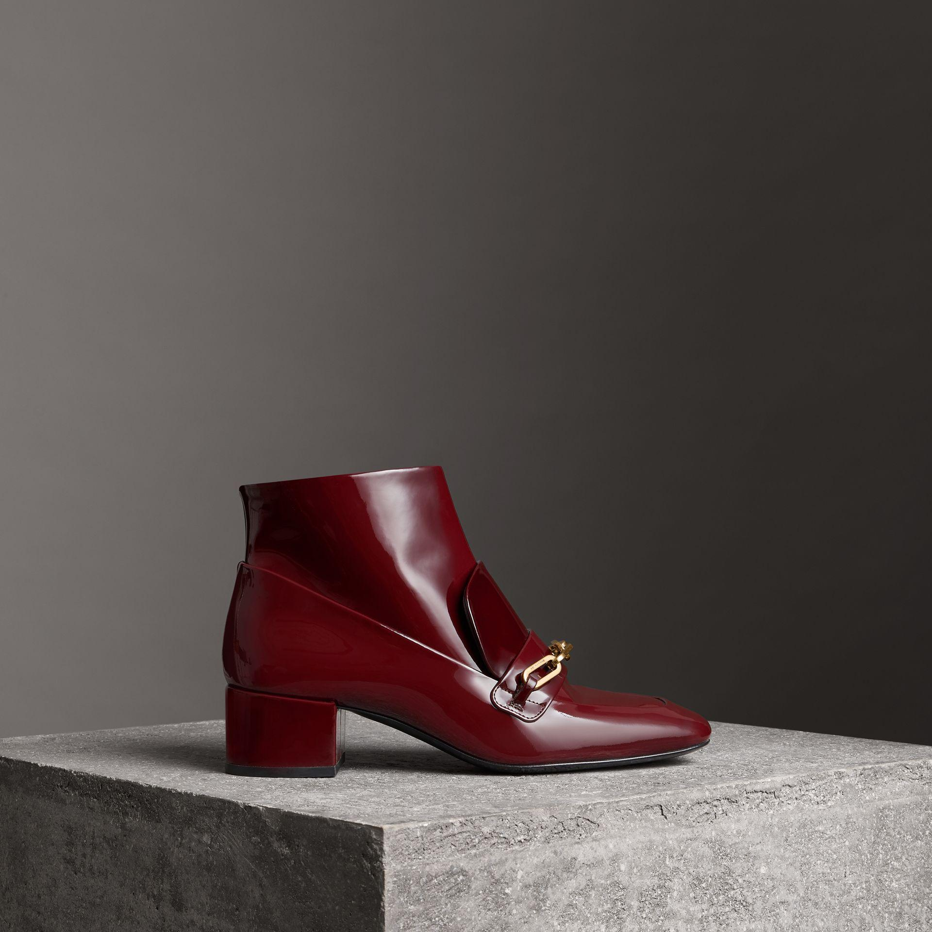 Burberry Link Detail Patent Leather Ankle Boots yFM9vQwDDs