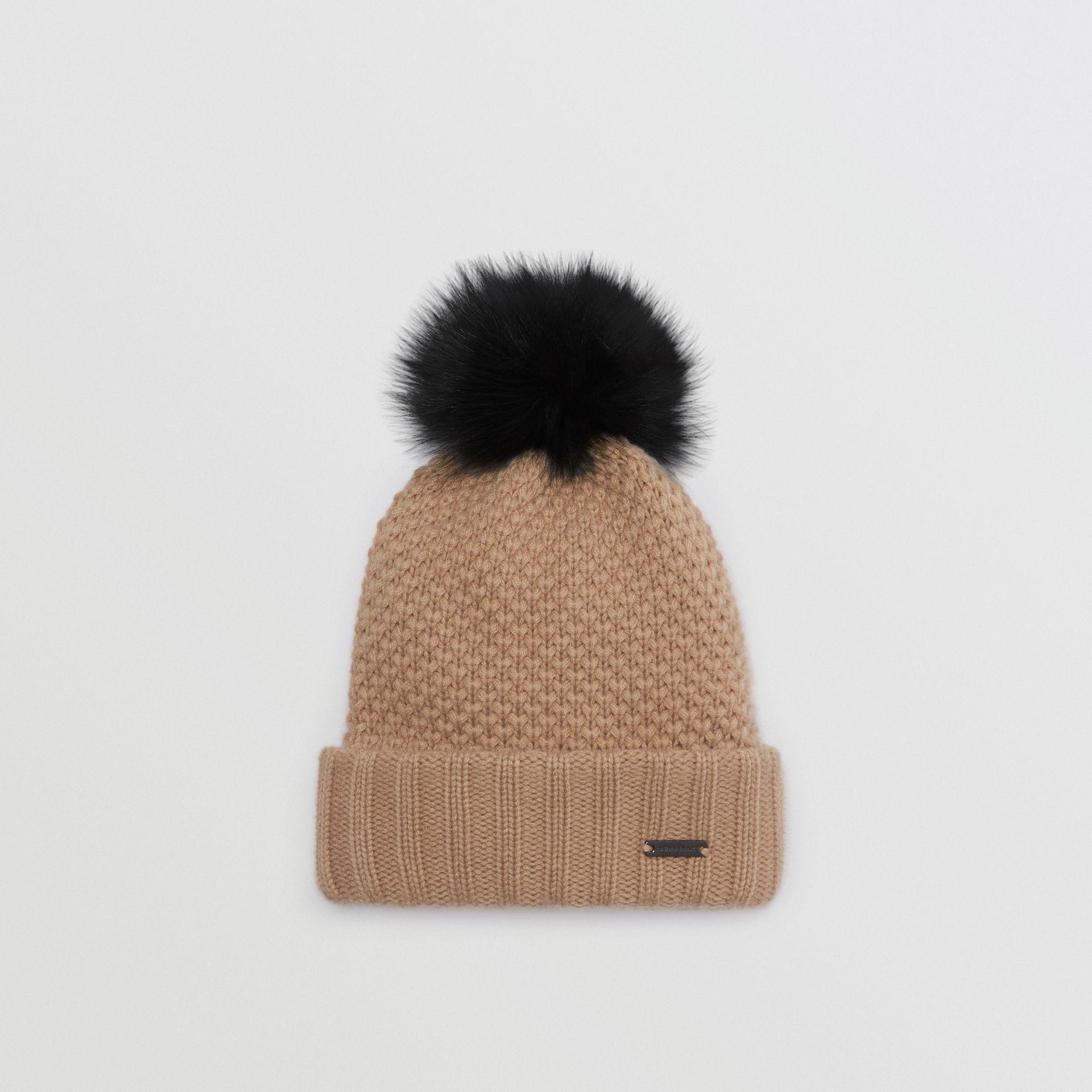 Lyst - Bonnet en laine et cachemire avec pompon en fourrure Burberry ... f966328dd5f