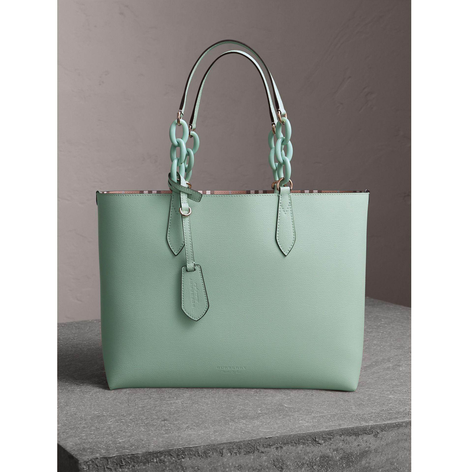 Lyst - Burberry The Medium Reversible Tote With Resin Chain In Pale ... 4737ab3041b6d