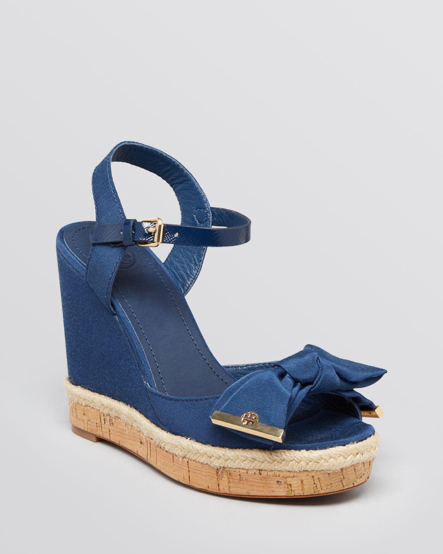 ba18d9cf674 Tory Burch Platform Wedge Sandals Penny in Blue - Lyst