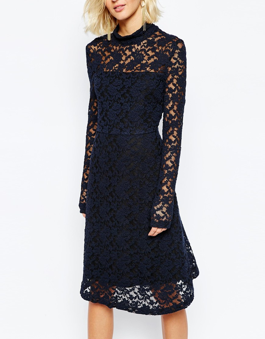 Gestuz claudia dress in navy lace shorts
