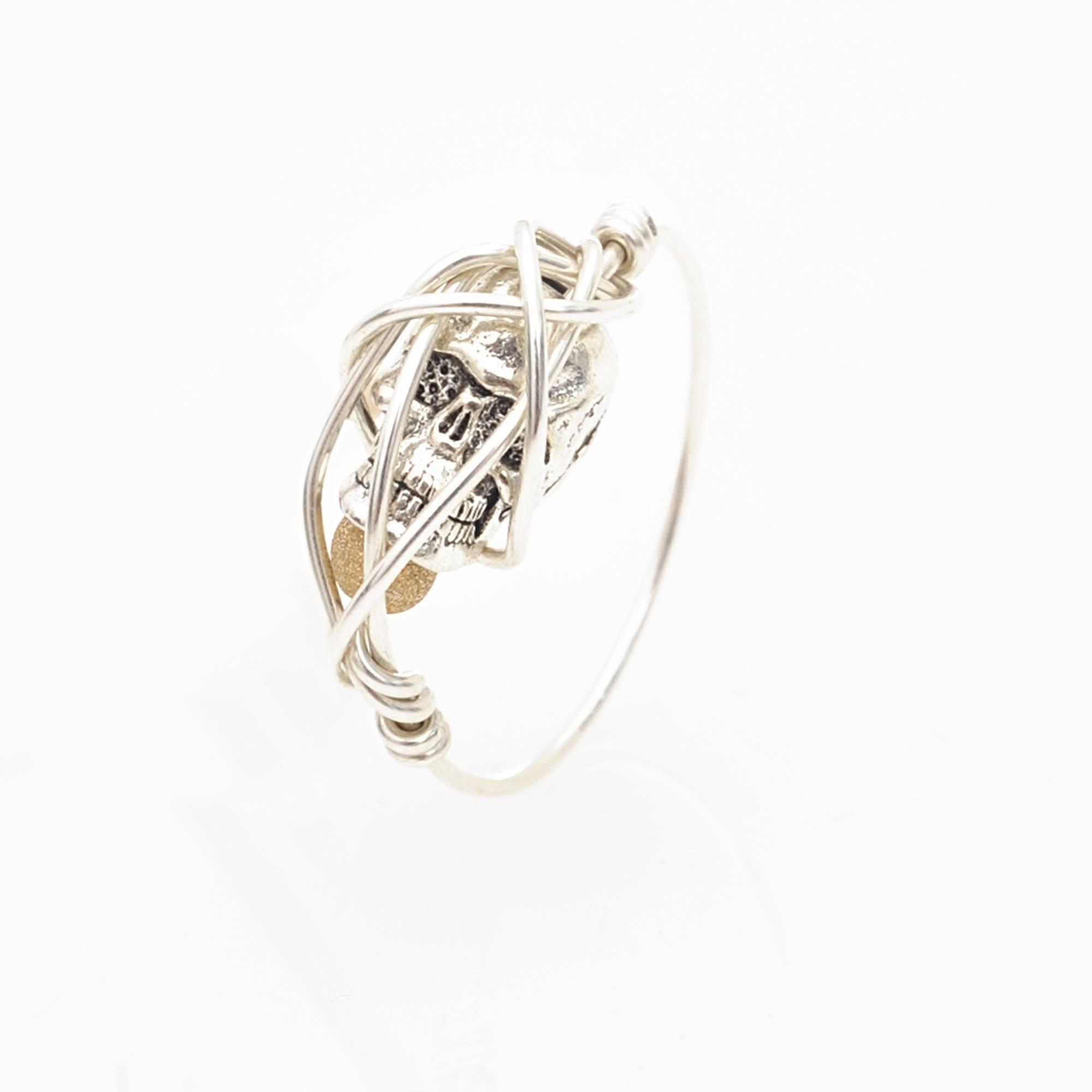 bee thin silver skull hida ring in silver lyst