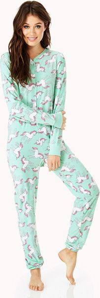 FunOnesie offers quality, unisex onesies suitable for any occasion such as after playing or whilst supporting sports events, music festivals, 21sts or simply chilling at home.
