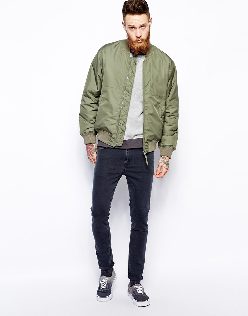 The men's bomber jacket first got its start during World War I. During that time, airplanes had open-air cockpits for the pilot and co-pilot. These jackets were first issued to members of the Royal Marine Corps to help them brave the bitter cold that was a constant threat at such high altitudes.