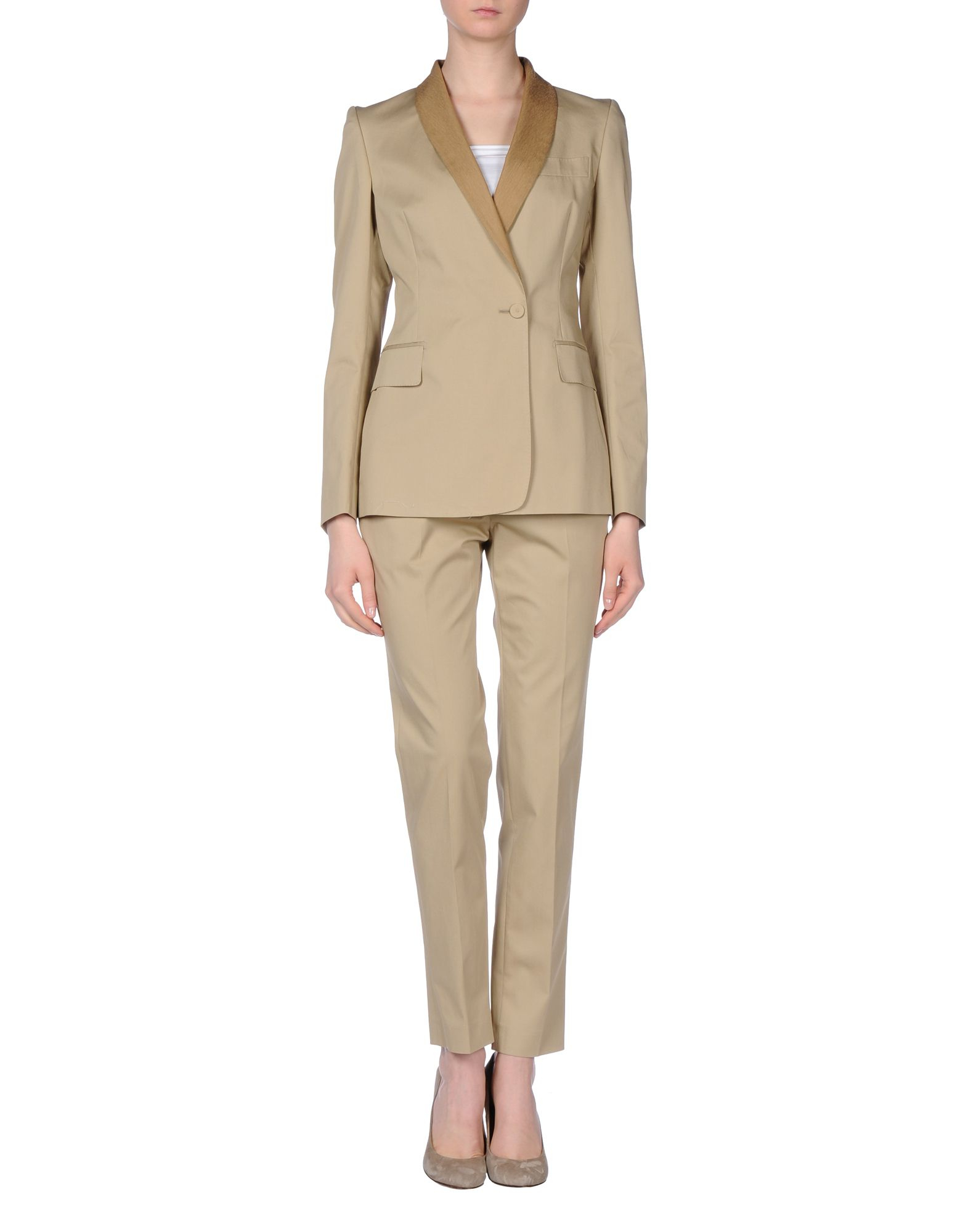 Sears offers a chic collection of women's suits that are classy and stylish. Find a women's pant suit that blends functionality and versatility.