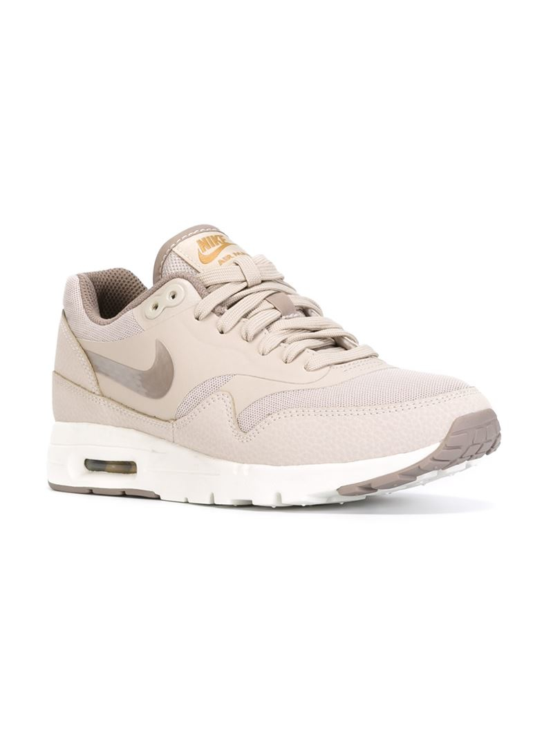 d401a27a8f Gallery. Previously sold at  Farfetch · Women s Nike Air Max ...