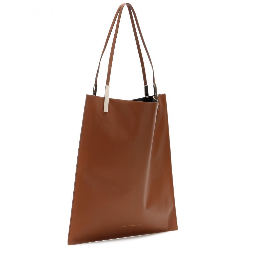 Lyst - Victoria Beckham Flat Leather Shopper in Brown b5609debdb5a0