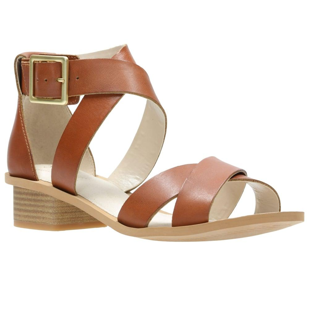 e4cadc10ee70 Clarks Sandcastle Ray Womens Casual Sandals in Brown - Lyst