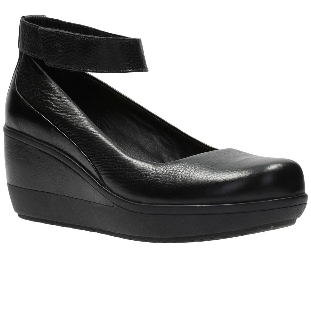 a2210aff1dbe Clarks Wynnmere Fox Womens Wedge Shoe in Black - Lyst
