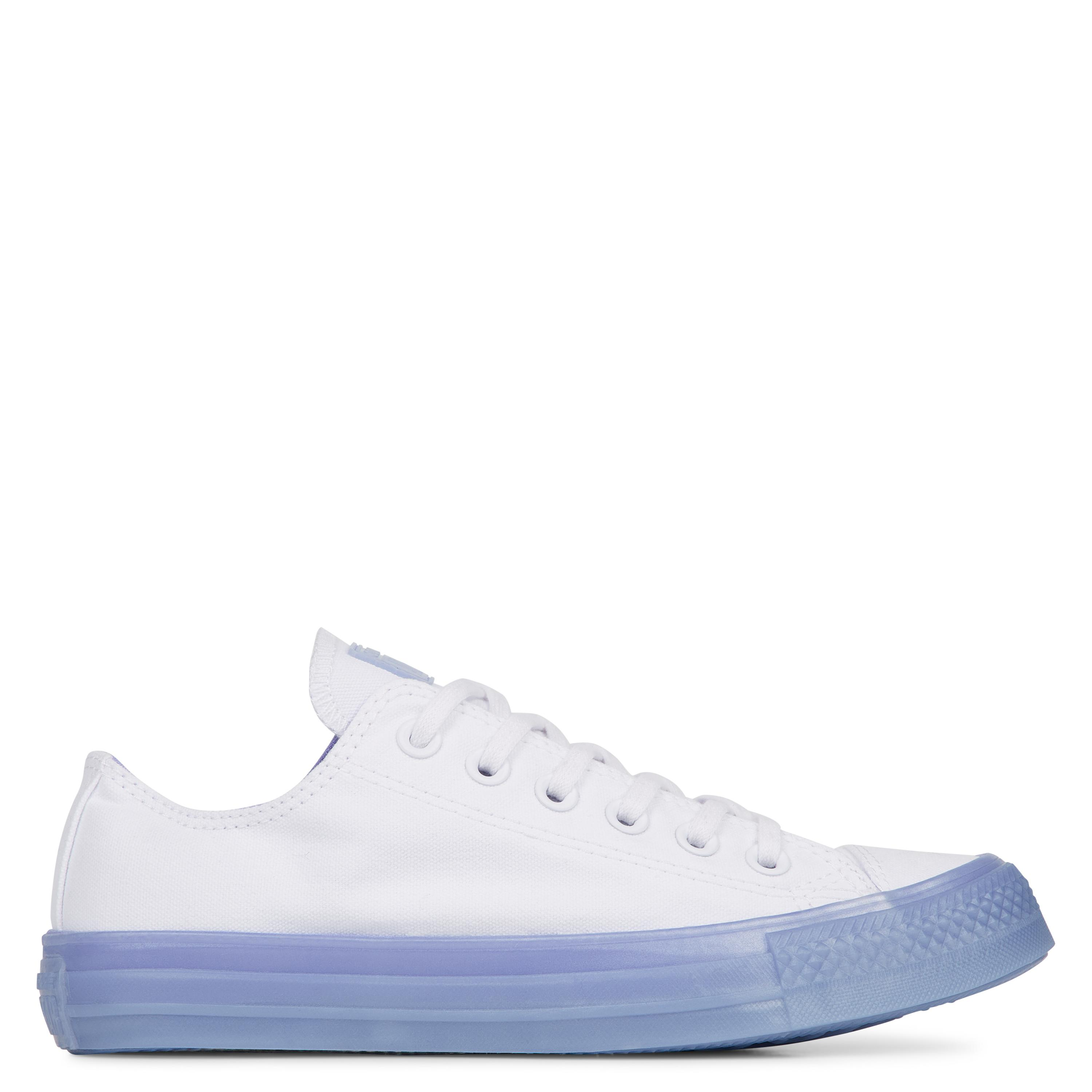 1f9131711fcd Gallery. Previously sold at  Converse · Women s Converse Chuck Taylor ...