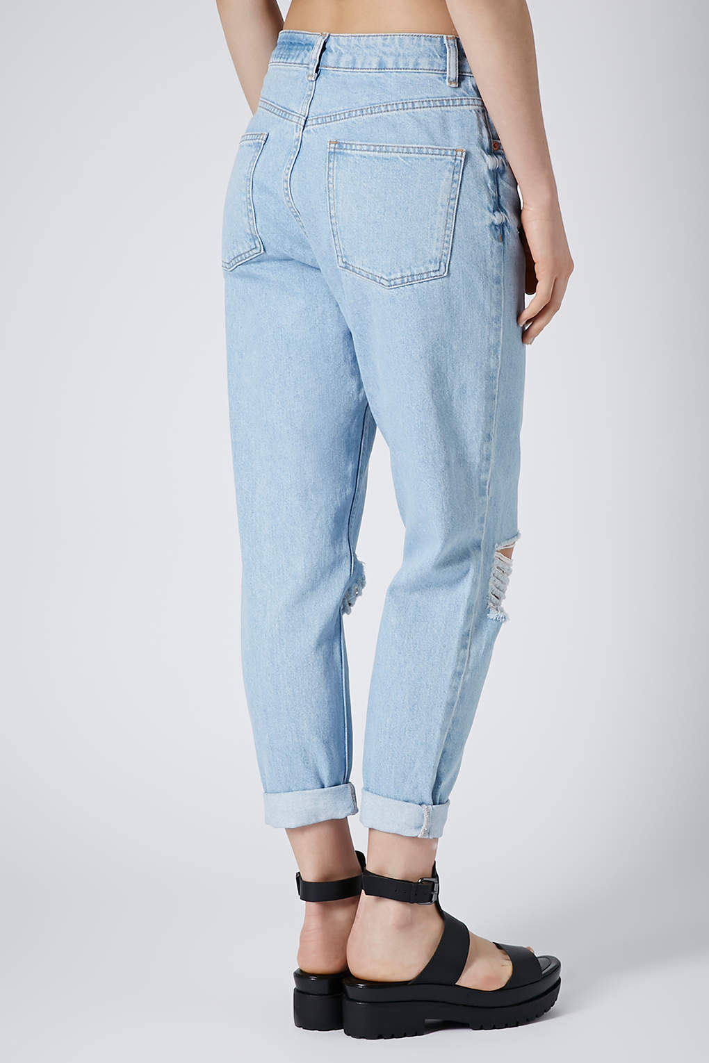 4fd898f6bf3 TOPSHOP Moto Blue Ripped Mom Jeans in Blue - Lyst