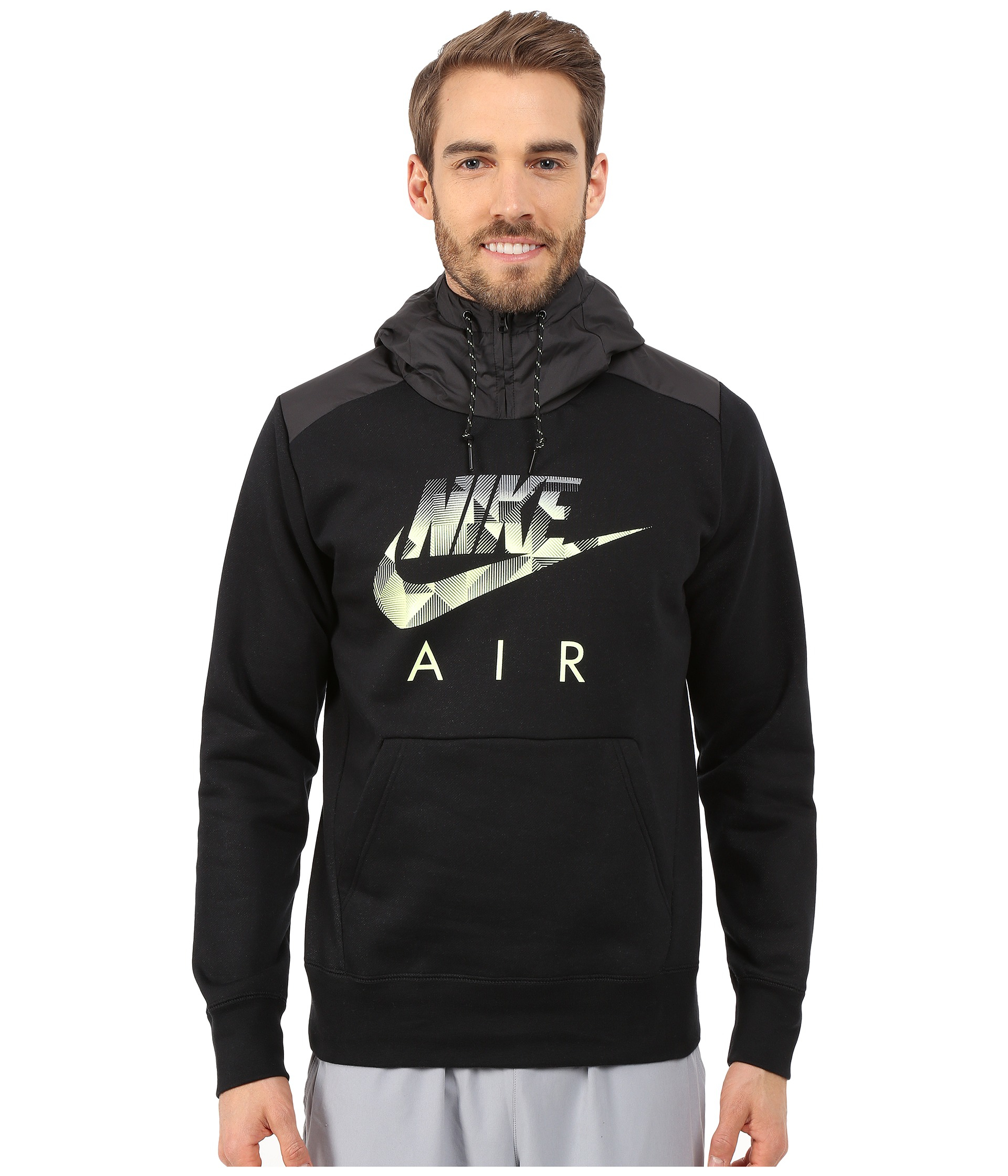 Hãng Nike đã bắt kịp xu hướng này và cho ra mắt mẫu áo hoodie air cực cá tính trong mùa thu năm nay