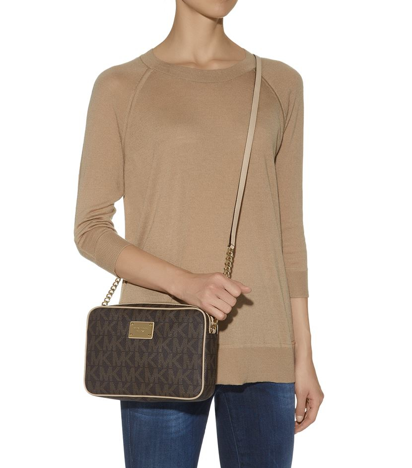 5dd8b0c7096d Gallery. Previously sold at  Harrods · Women s Michael By Michael Kors Jet  Set Women s Shearling Bags ...