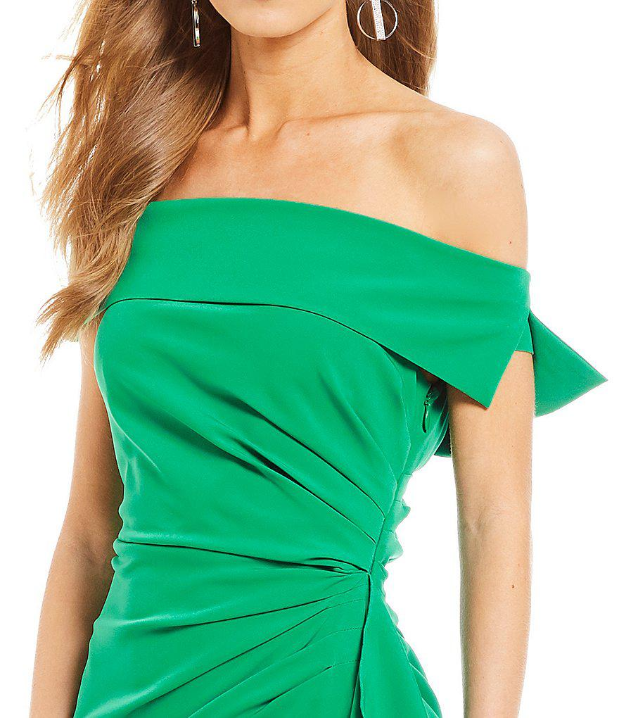 5351bb9a9575 Lyst - Vince Camuto Off Shoulder Gown in Green