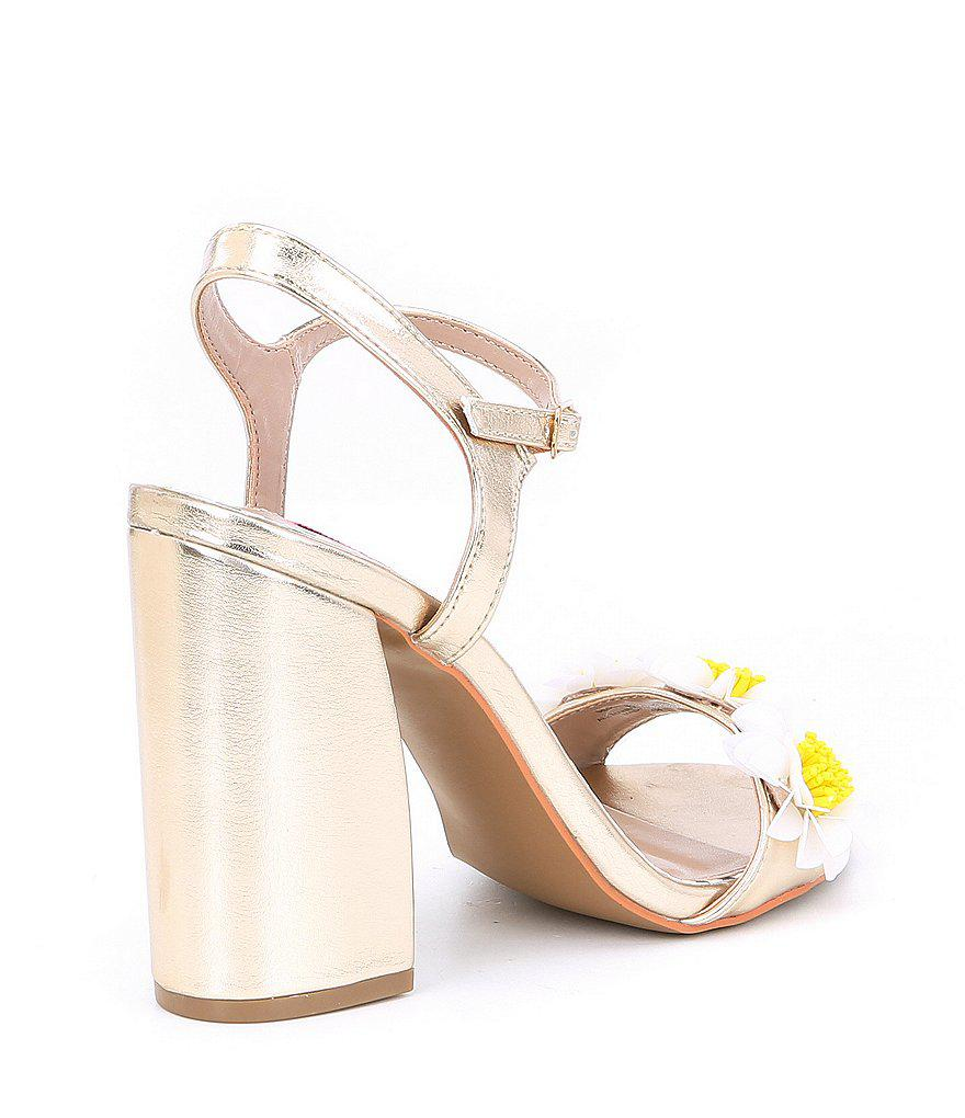 Betsey Johnson Sedona Flower Applique Metallic Block Heel Sandals kwwMIBW