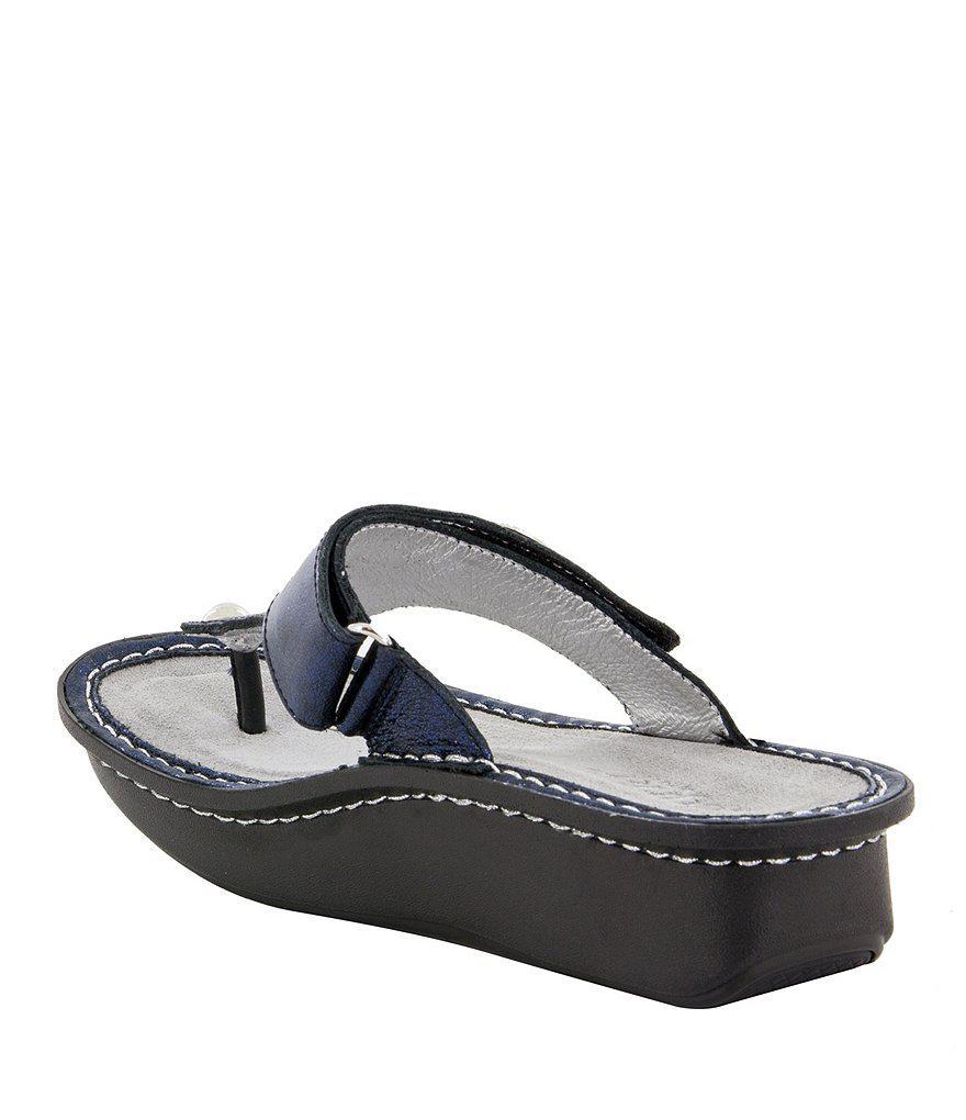 Carina Heart Metal Ornament Thong Sandals 5hQcFdXCTW