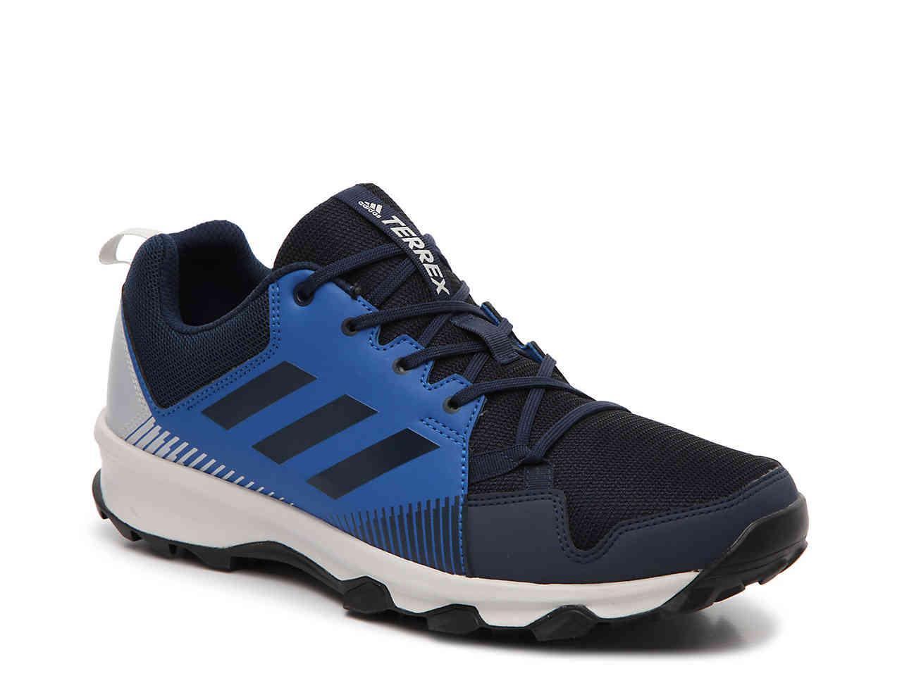 lyst adidas terrex tracerocker tracce scarpa blu per gli uomini.