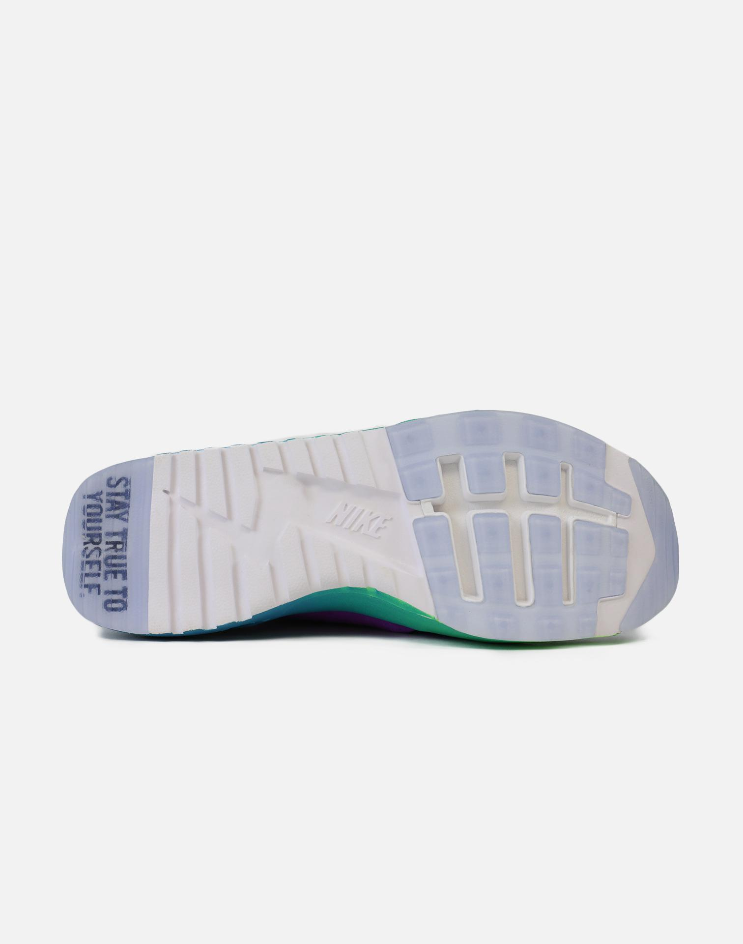 0432ea488a4f0 Gallery. Previously sold at  DTLR · Women s Nike Air Max Women s Nike  Flyknit