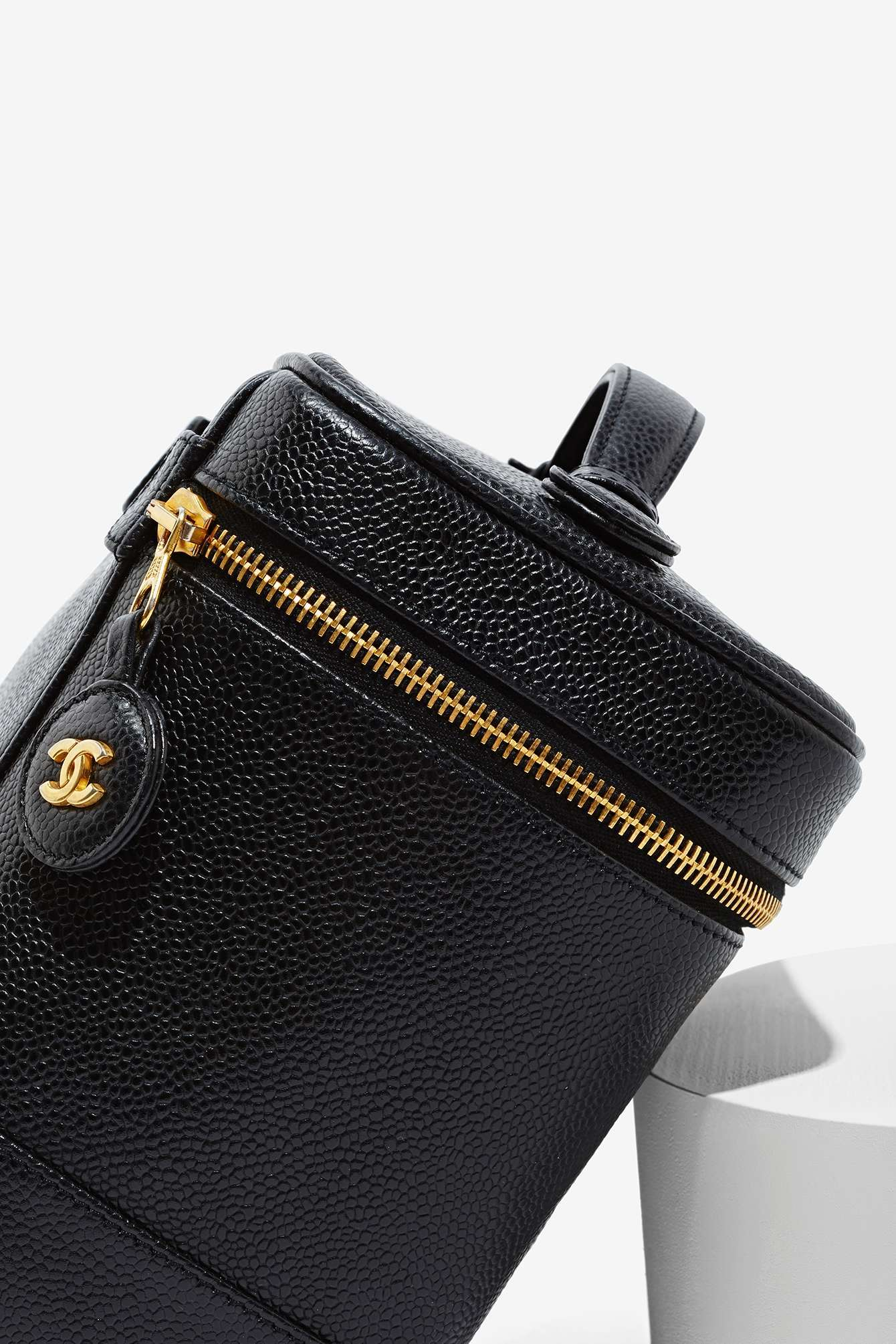 8b1a4c46bb562e Nasty Gal Vintage Chanel Black Caviar Vanity Case in Black - Lyst