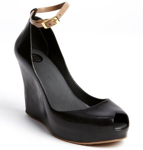 black and rubber patchuli v wedge sandals in