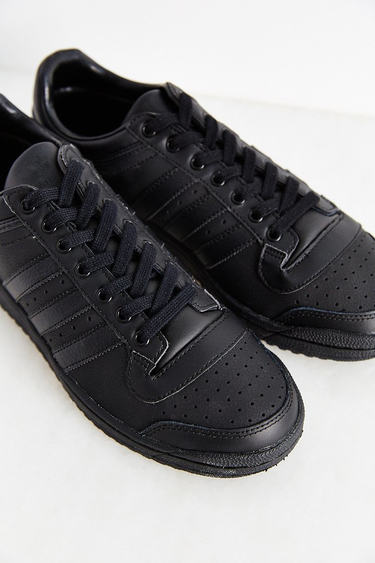 Top Ten Sparring Gloves In Red Used By World Champions: Adidas Originals Originals Top Ten Low Sneaker In Black