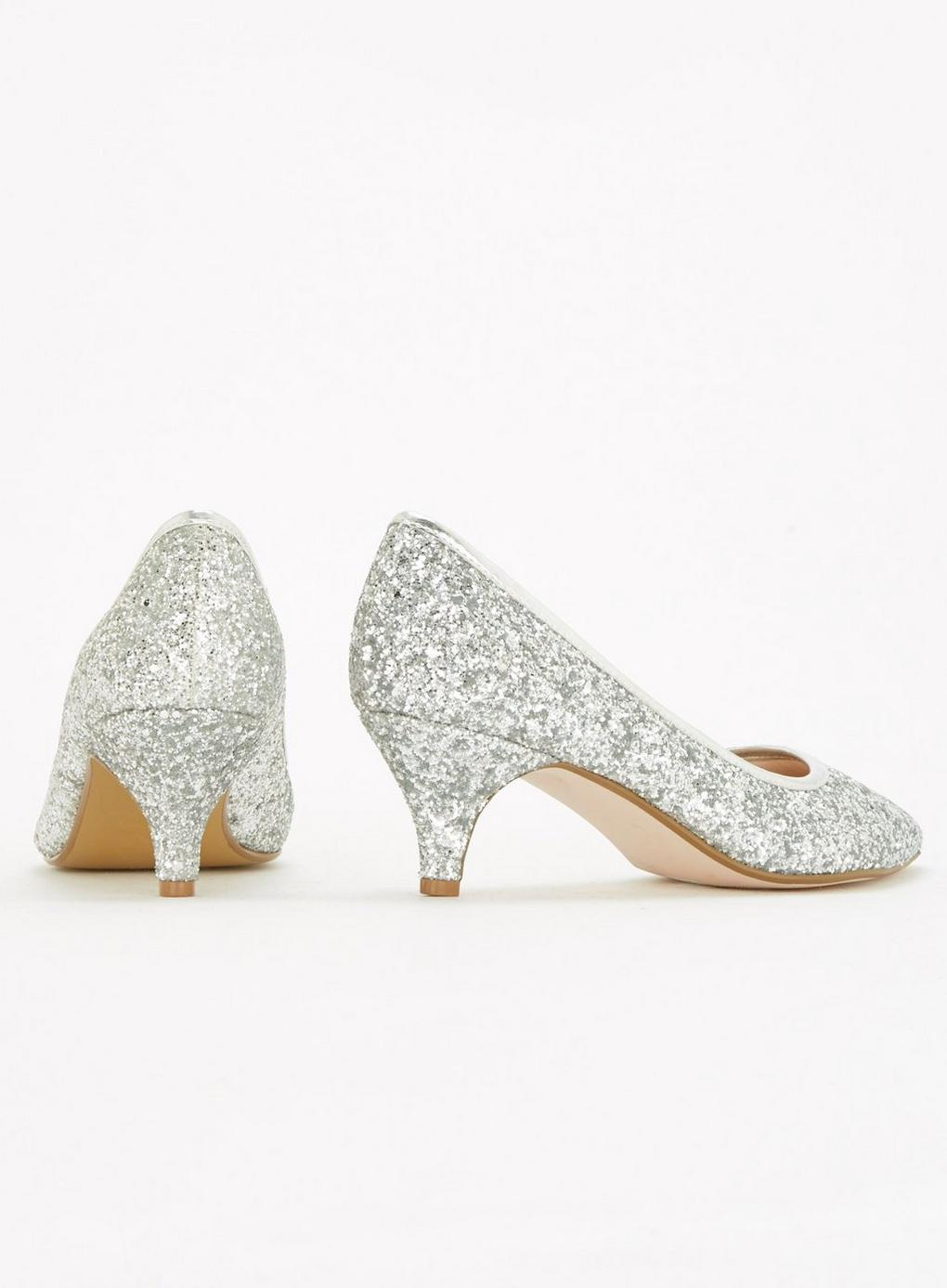 354750e3b5ba3 Evans Extra Wide Fit Silver Glitter Kitten Heel Court Shoes in ...