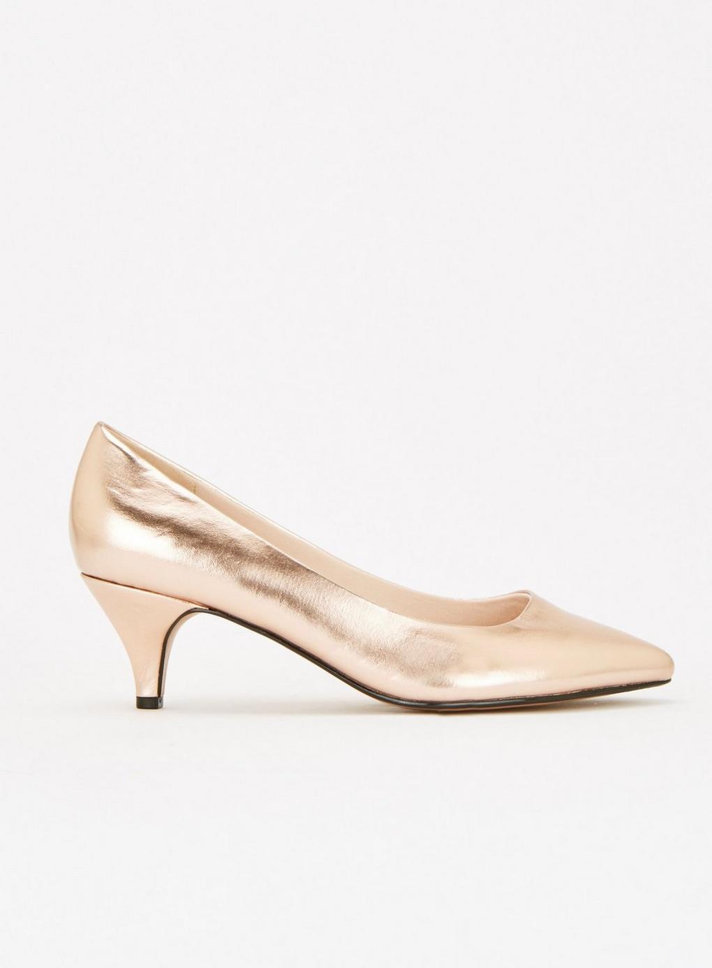 8b3f4874989 Evans Extra Wide Fit Gold Kitten Heel Court Shoes in Metallic - Lyst