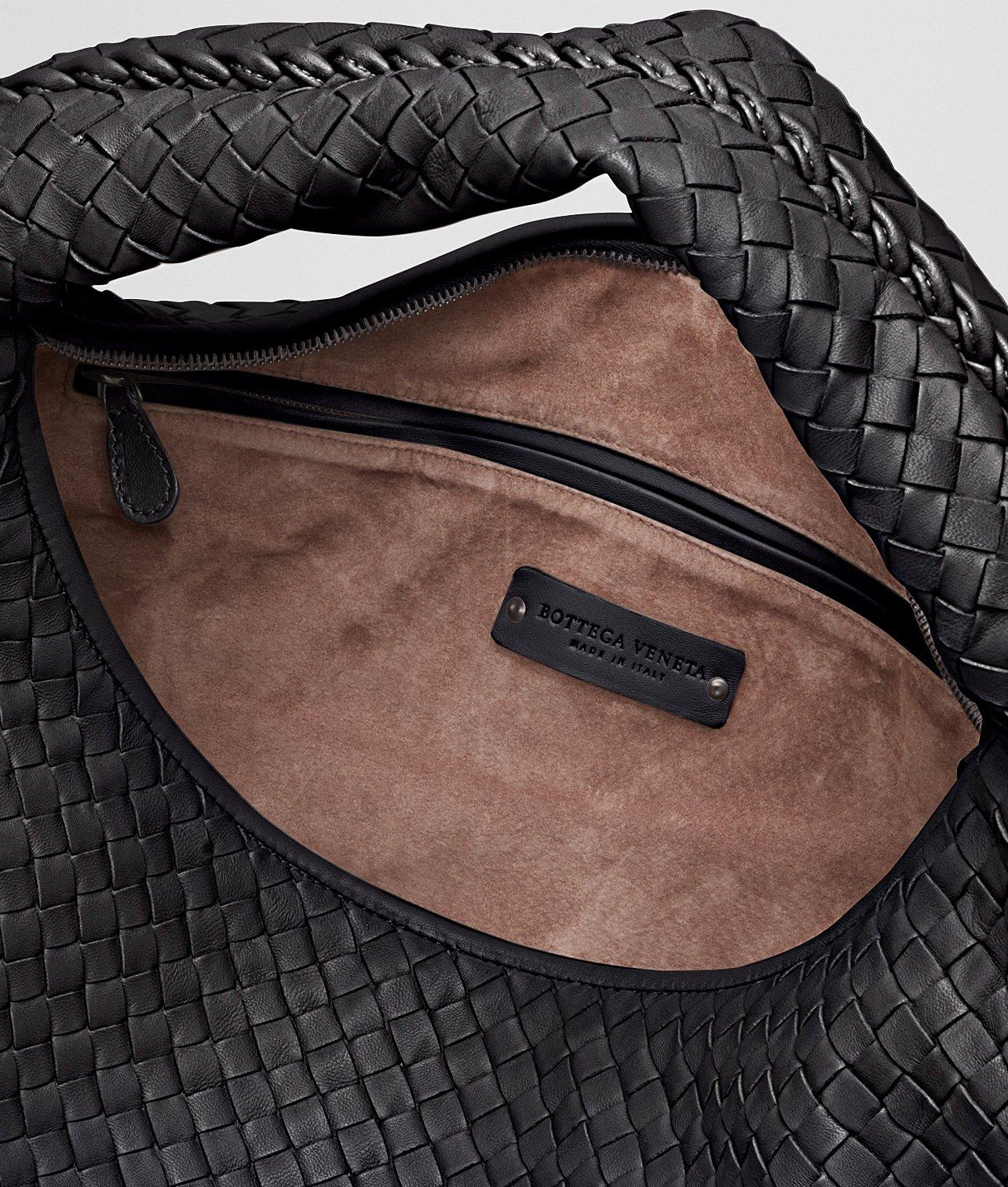 Lyst - Bottega Veneta Nero Intrecciato Nappa Maxi Veneta in Black f4dcfe50518ae