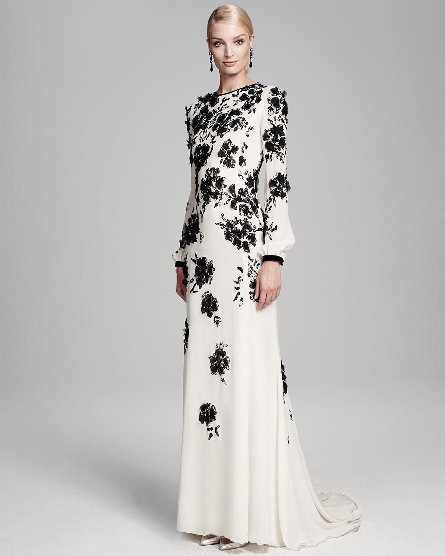 4147c152f8a7 Lyst - Oscar de la Renta Long-sleeve Floral-embellished Gown in White