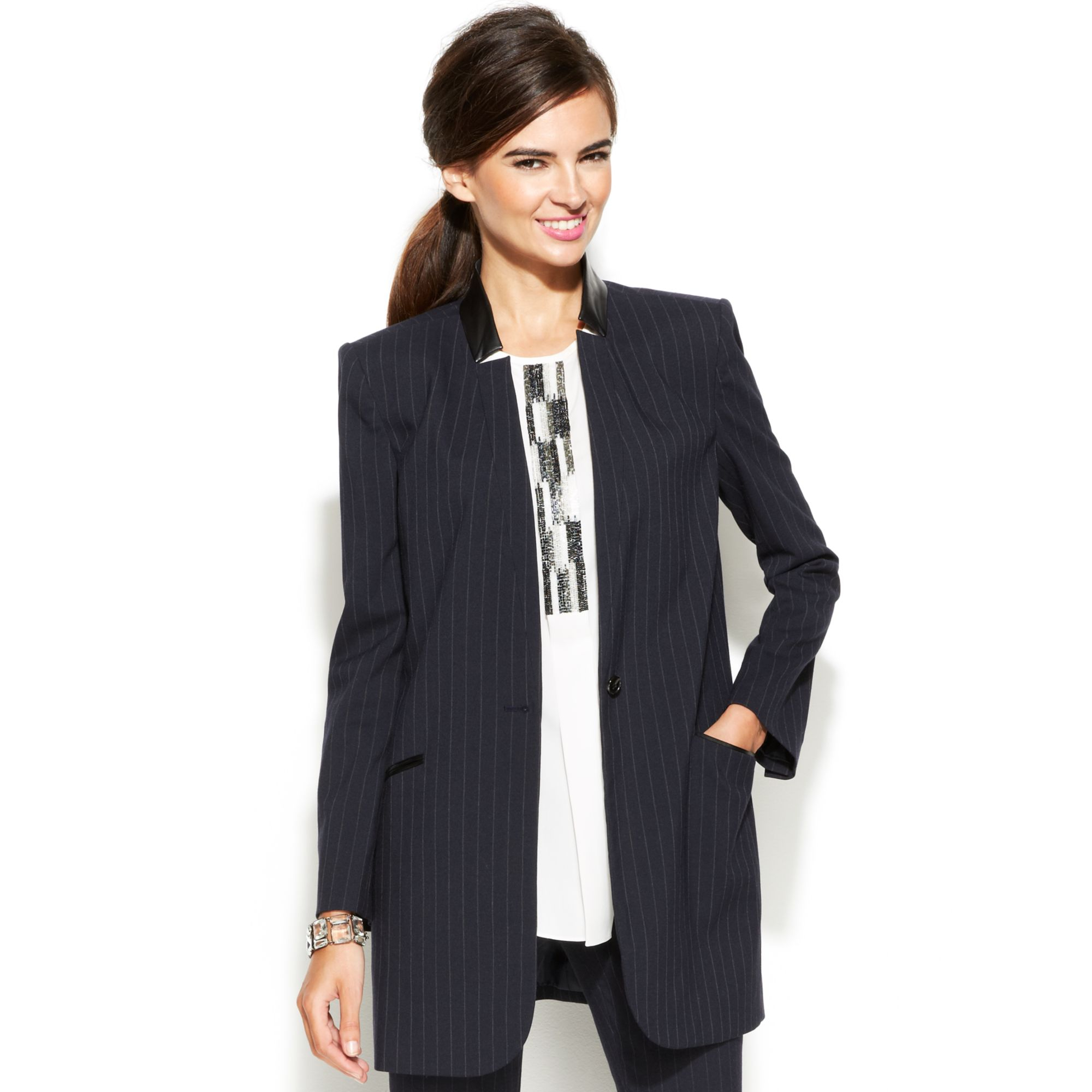 Our womens boyfriend blazers offer a long, soft silhouette, without the tailored look that a classic blazer is known for. This relaxed look is perfect for nights out, date night, or even shopping with your friends.
