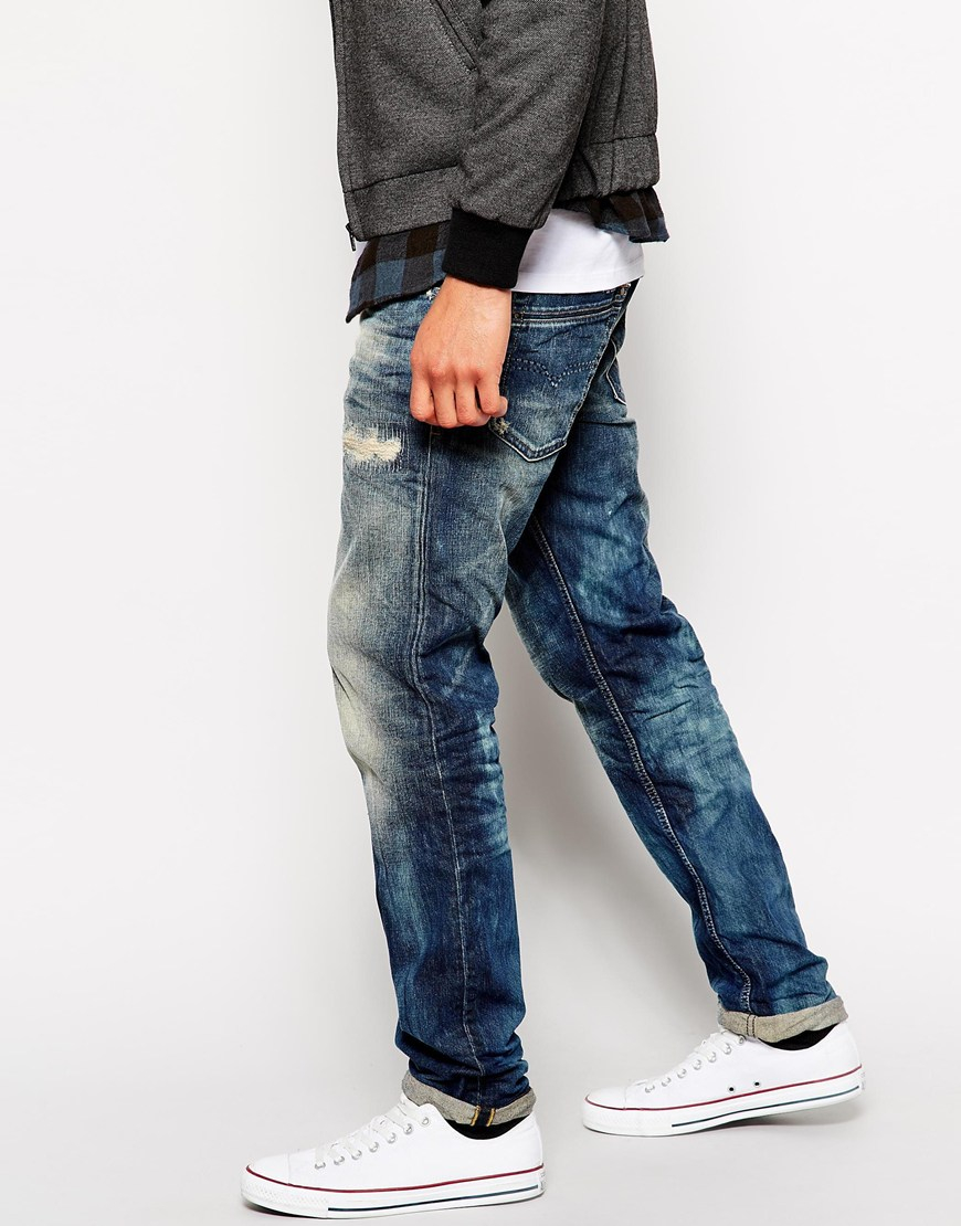 The Slim Taper fits slim through the hip and thigh then tapers below the knee for a modern, close-cut look.