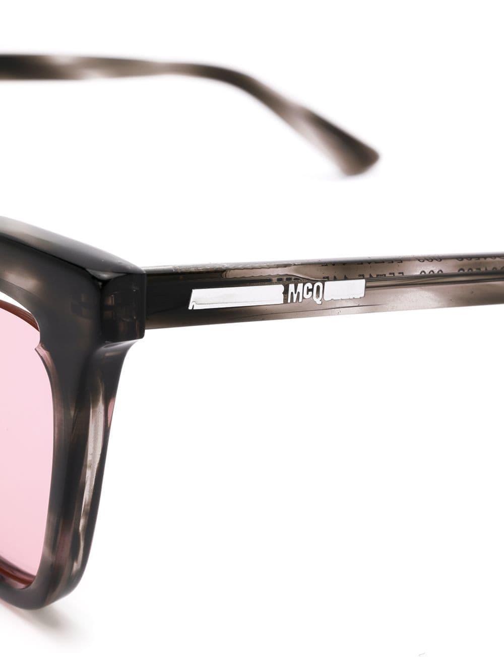 55d8a4cf1 McQ Cat-Eye-Sonnenbrille in Grau - Lyst