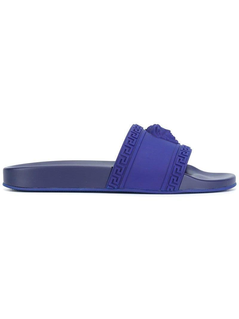 4b6daf5bb Шлепанцы 'medusa' Versace для него, цвет: Синий - Lyst