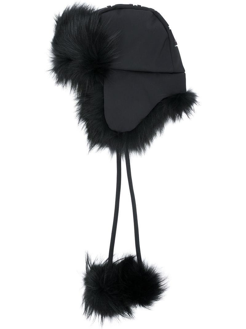 Lyst - Gorro con pompón y ribete de pelo Fendi de color Negro 113ae890b0a