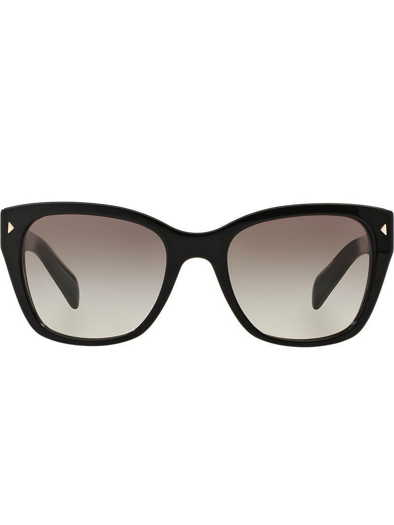 1934c7c467 Prada - Black Gafas de sol con montura oversize - Lyst. Ver en pantalla  completa
