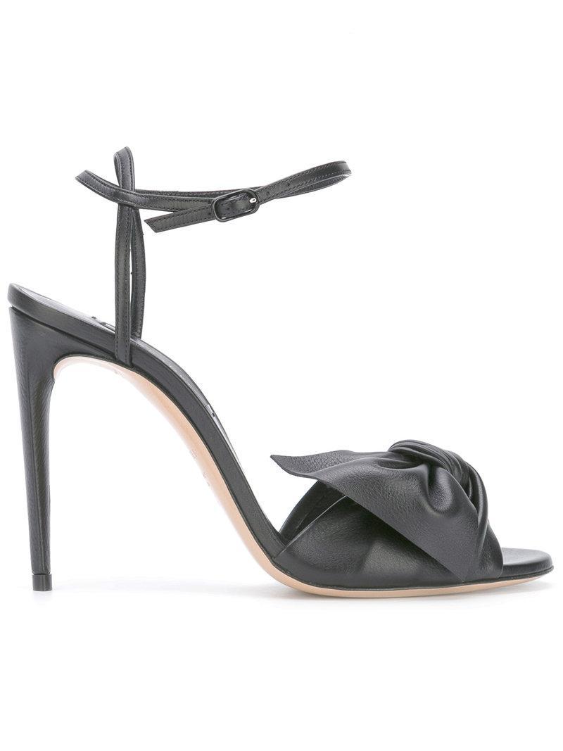 Recomendar Barato Enchufe De Fábrica De La Venta Casadei crossover strap sandals - Metallic farfetch beige Pelle Costo De La Venta Descuento Amplia Gama De El Envío Libre En Línea u2pceaCa