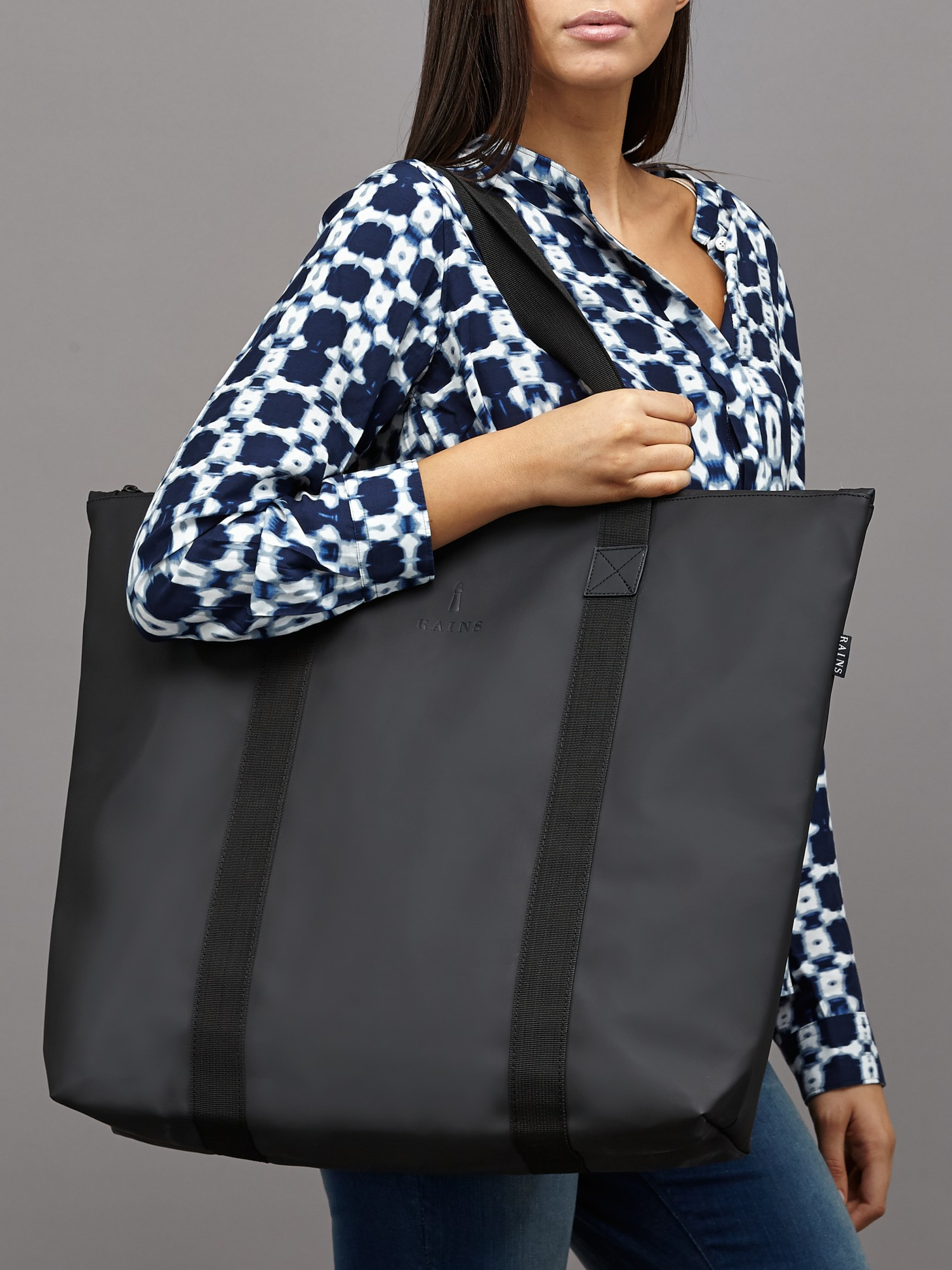 Rains Tote Bag in Black - Lyst 947b7943b5578