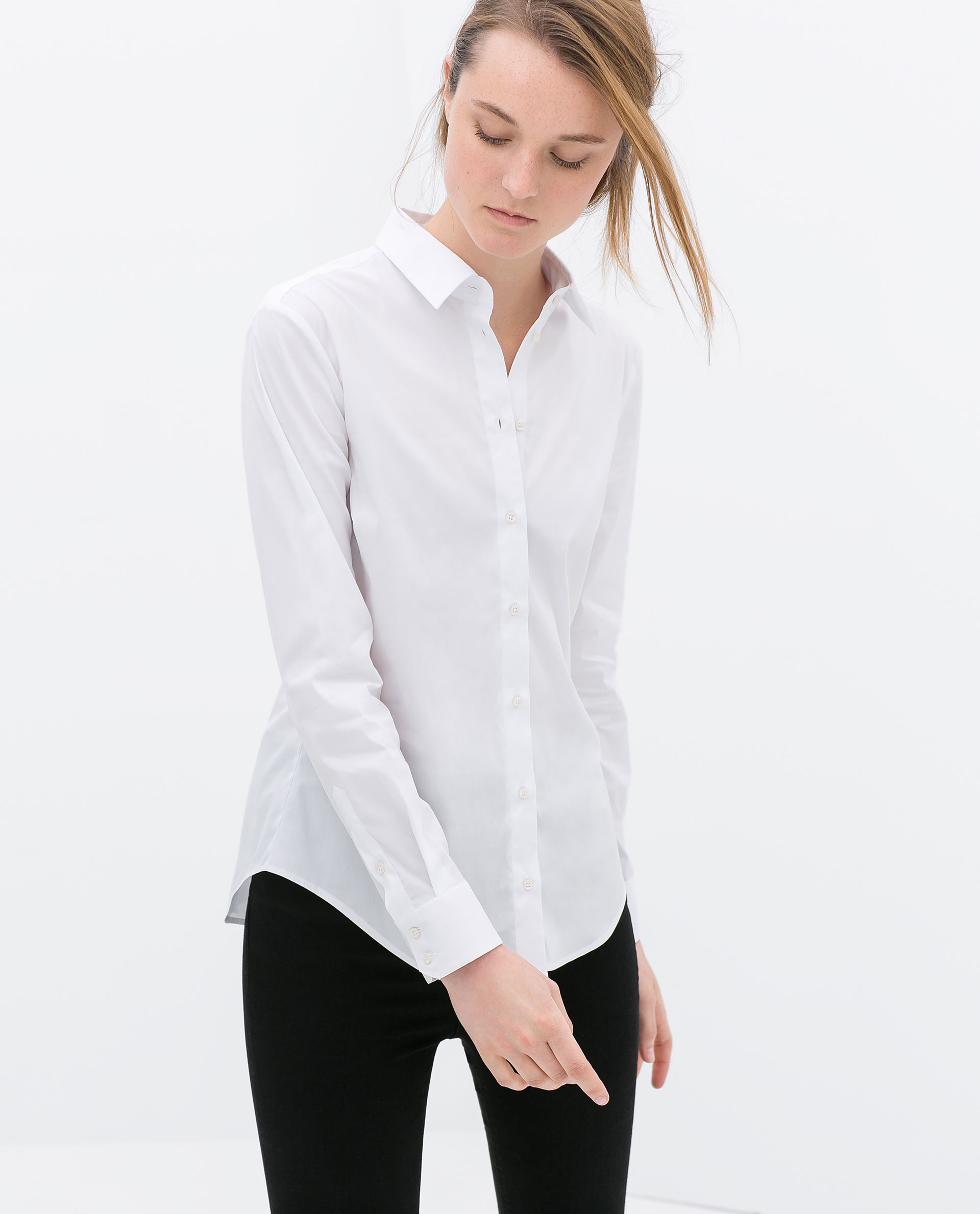 ZARA's clothing for women is chic and flattering for women of all body types. ZARA women tops and blouses are available in a lot of different sizes, fabrics and styles to appeal to a large variety of women.