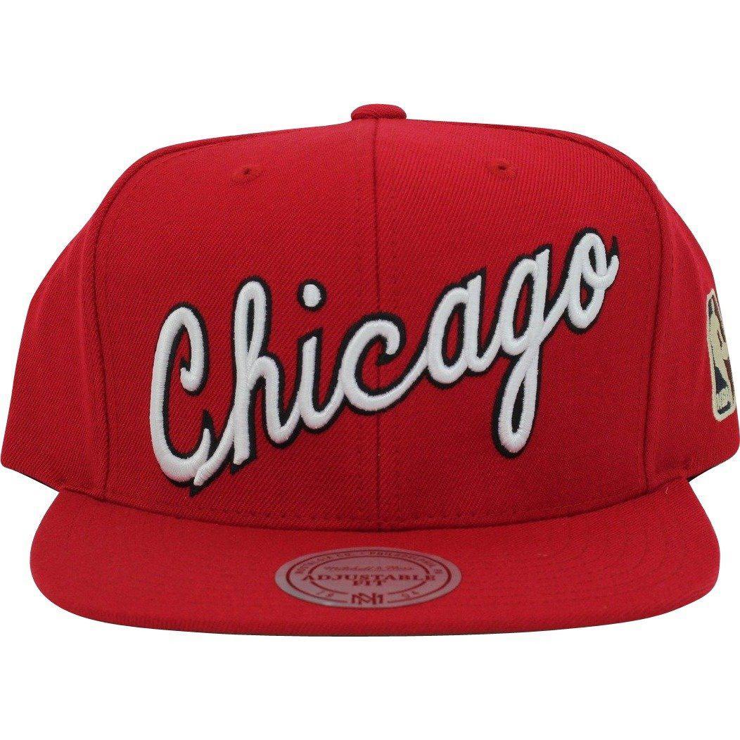 3ea9e13ce4c Lyst - Mitchell   Ness Chicago Bulls Classic Script Logo Snapback ...
